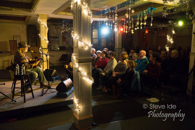 Bill Staines performs at the Rose Garden Coffeehouse in 2016. Photo by Stephen Ide